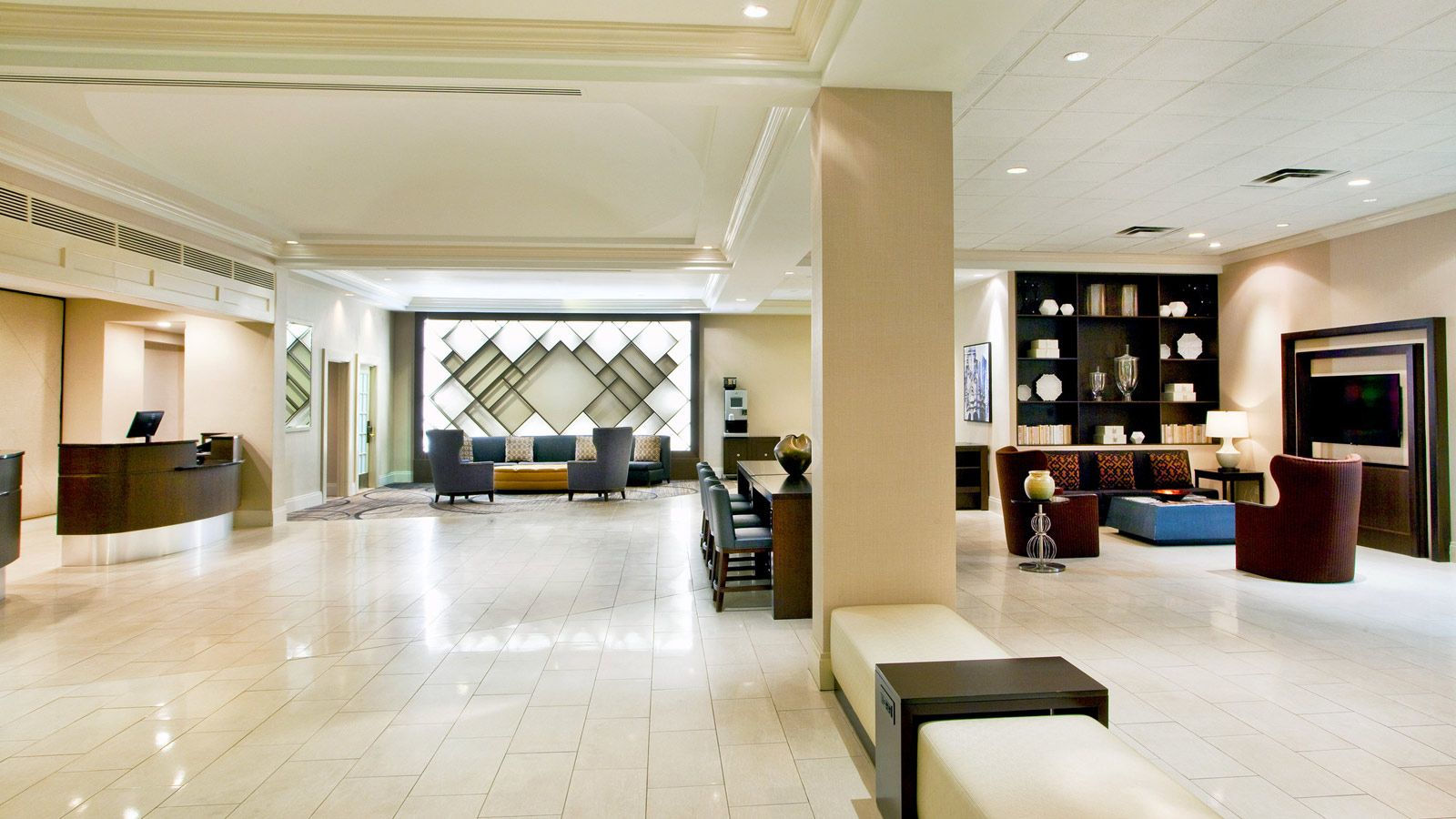 Sheraton Suites Country Club Plaza | Lobby
